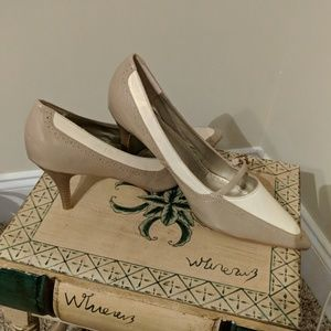 Two toned cream pointed toe pump